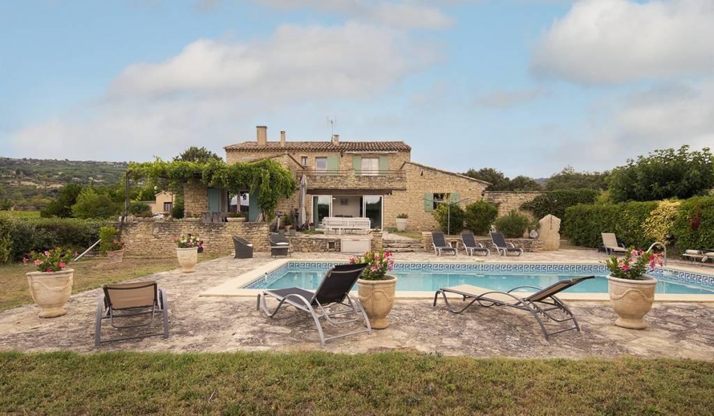 GORDES, maison en pierres avec jardin et piscine