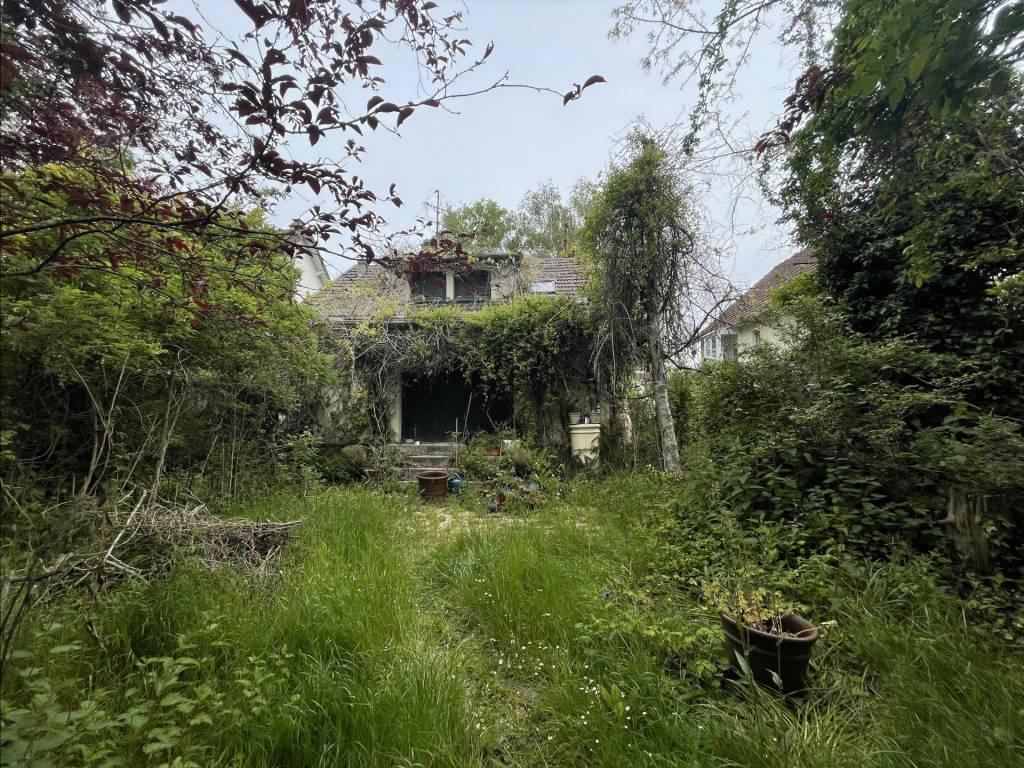 Sale House Le Mesnil-Saint-Denis