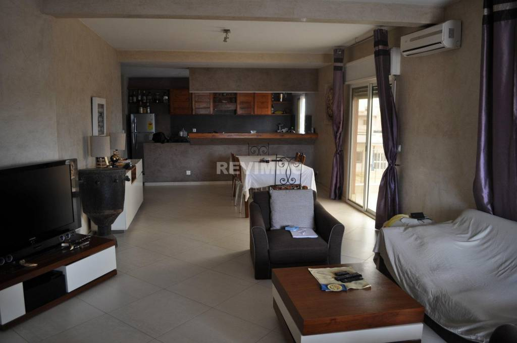 property_areas:2 property_flooring:2