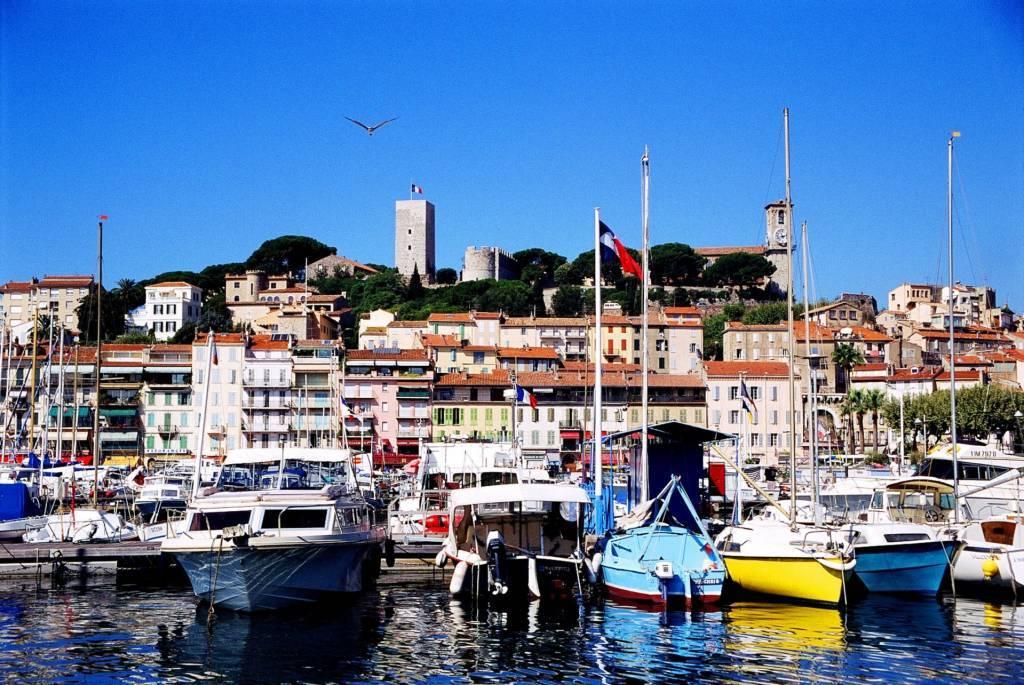 Cannes -centre ville -Location Pure.