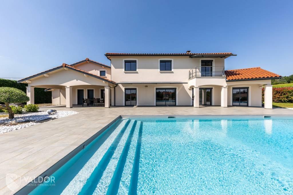 Villa cossue 300 m²