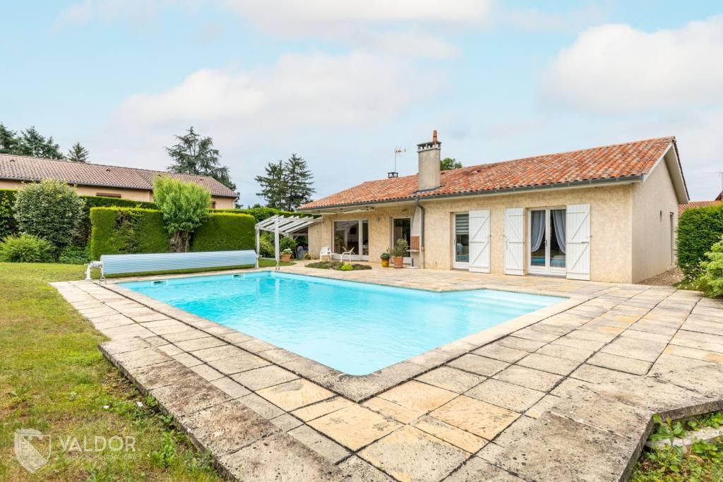 Maison de plain pied de 115 m² avec piscine à Chasselay