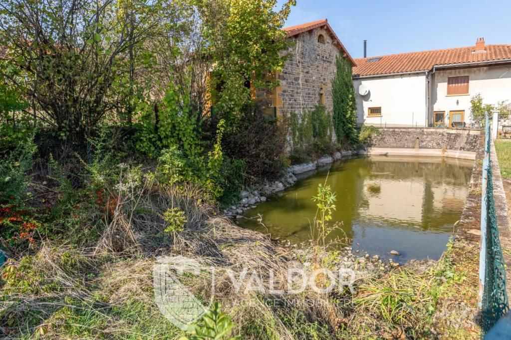 Petit étang privé dans les Pierres Dorées...