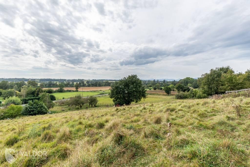 Maison plain pied, dépendances et terrains agricoles