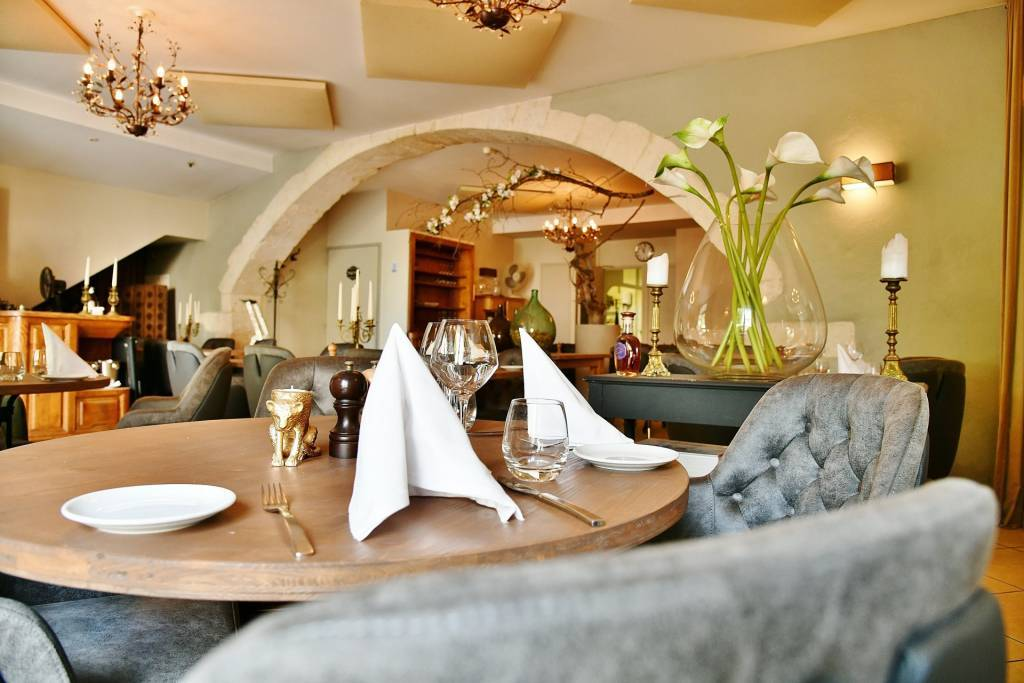Gastronomic restaurant, in the heart of a village with all amenities