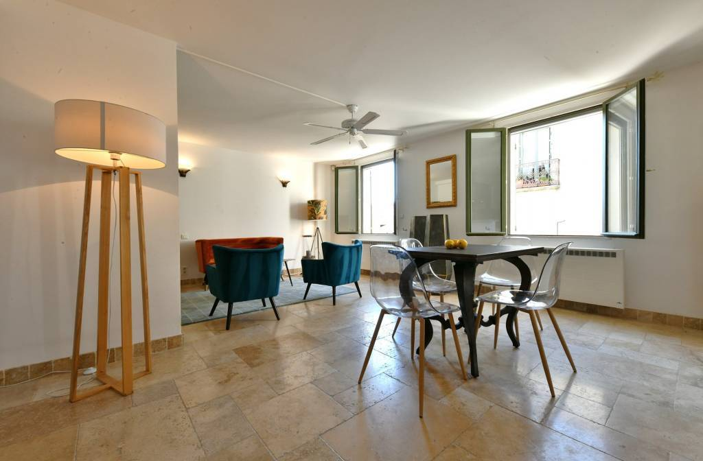 property_areas:22 property_flooring:2