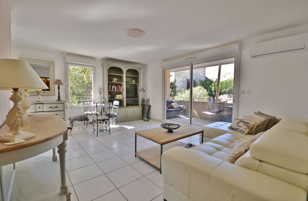 Apartment with garage in the city center of Uzès