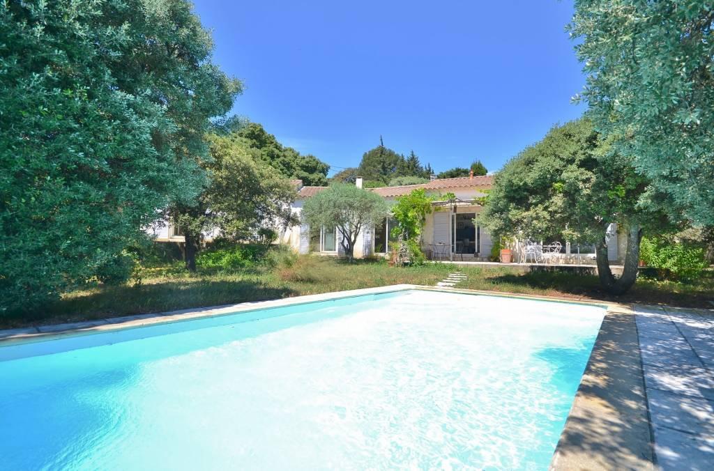 SOUS OFFRE - Single storey villa of 190 m² on the axis Uzès -Avignon