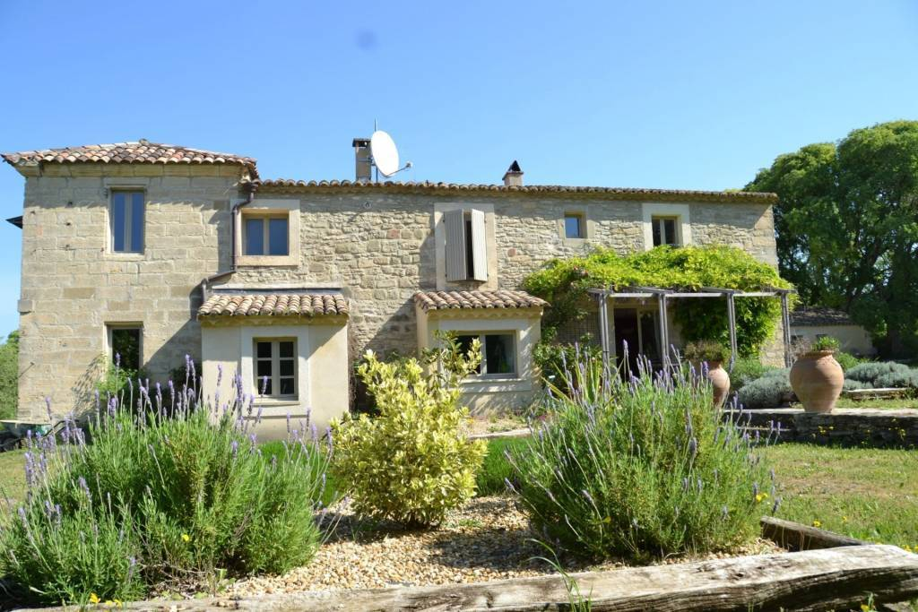 Charming 265 m² country house in Uzès