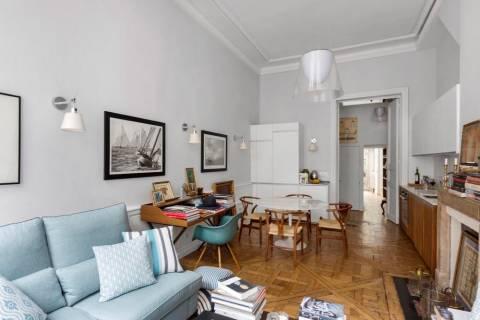 Living-room Wooden floor High ceiling