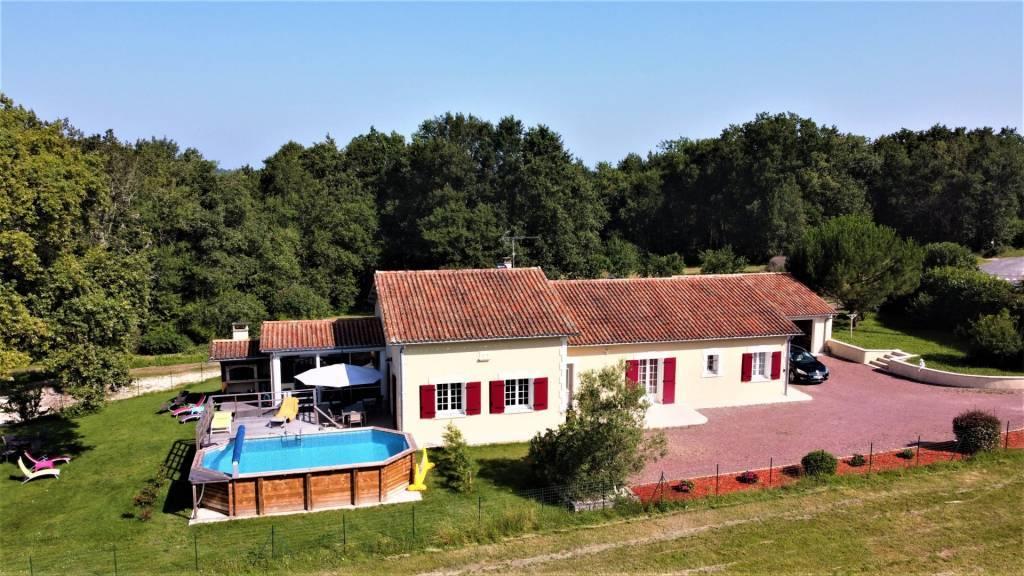 Enkel bij Immo CSC: Kwaliteitsvolle nieuwbouwwoning met karakter op ideale locatie en bovengronds zwembad .