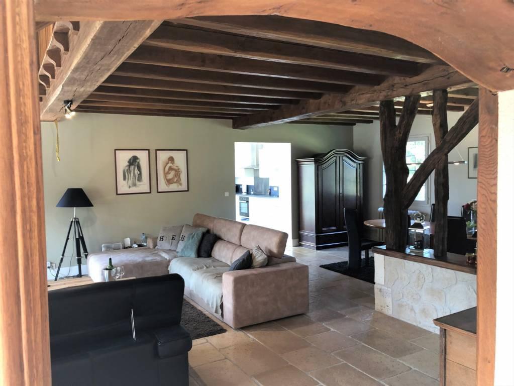 Kwaliteitsvolle nieuwbouwwoning met karakter op ideale locatie en bovengronds zwembad .