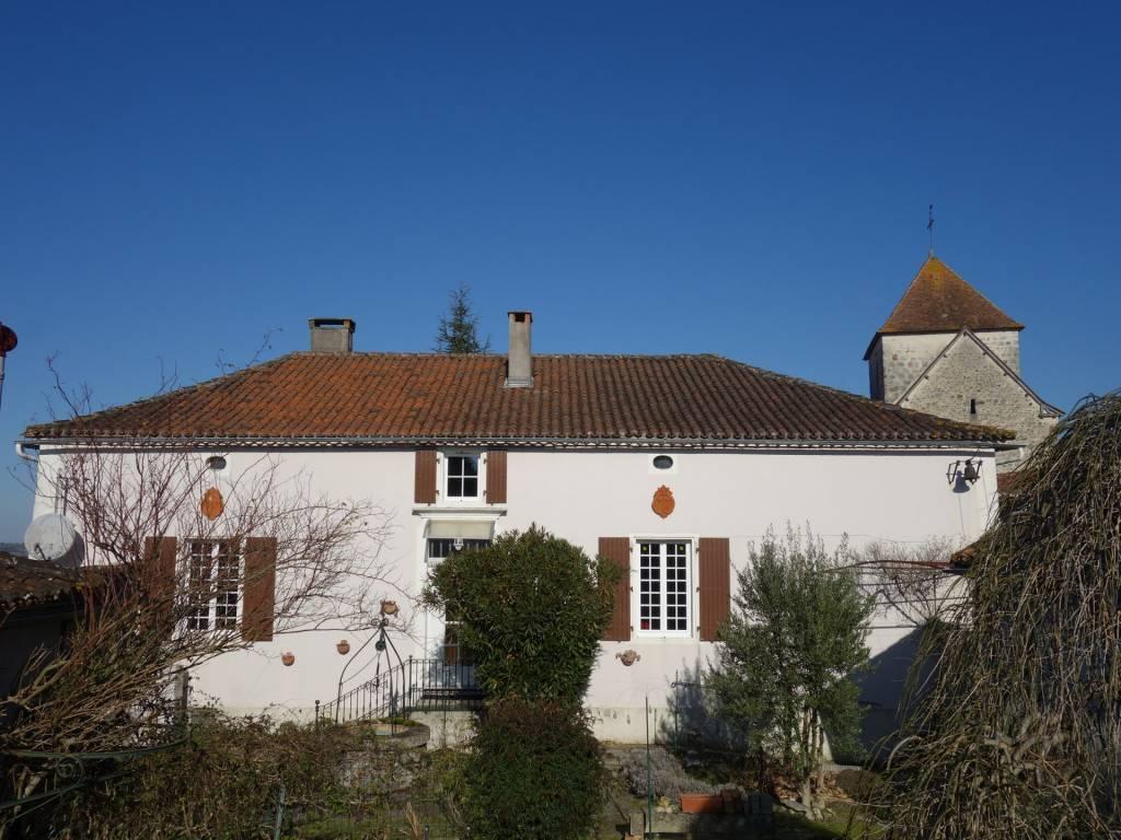 Maison de maître au cœur d'un petit village près d'Aubeterre