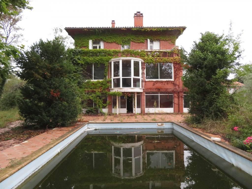 Sale Manor house Bruguières