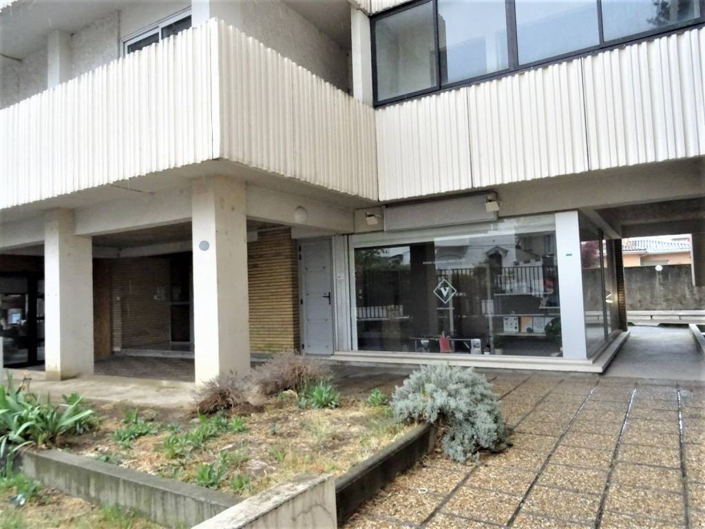 Busca - Pont des Demoiselles -Local commercial de 36 m².