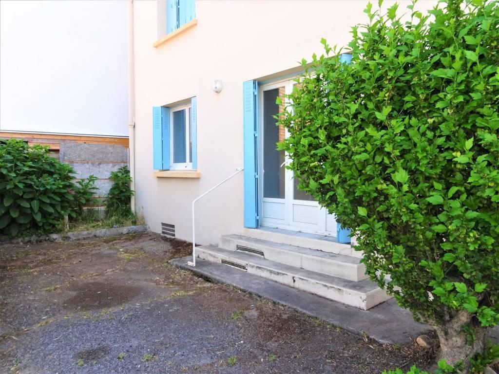 Arènes, T2 de 37 m² avec grande terrasse.