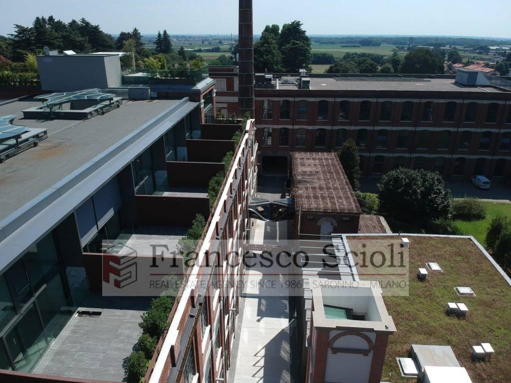 Trilocale con ampio terrazzo in centro a Lomazzo (CO)