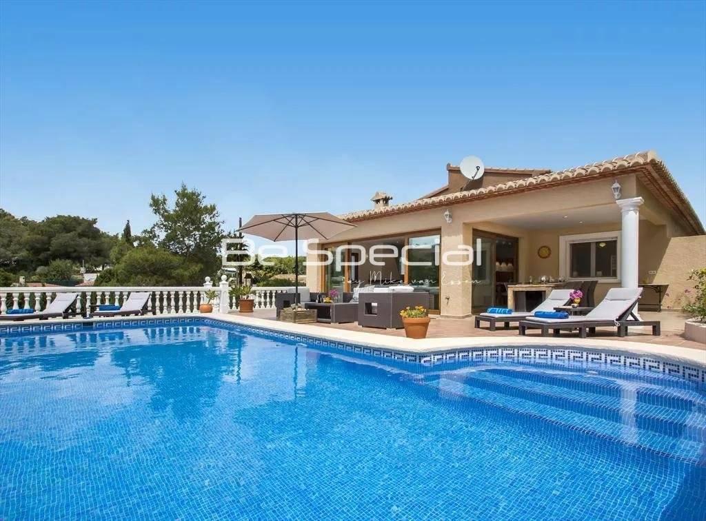 Nice villa on a flat plot