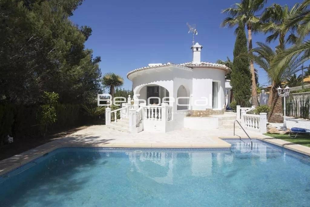 Nice little villa with private garden
