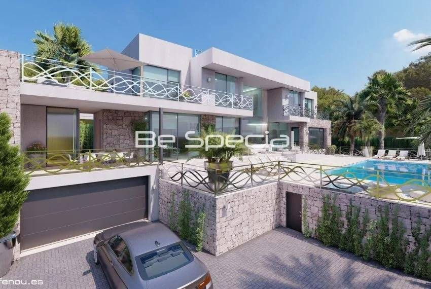 First line villa in Bassetes with spectacular sea views.