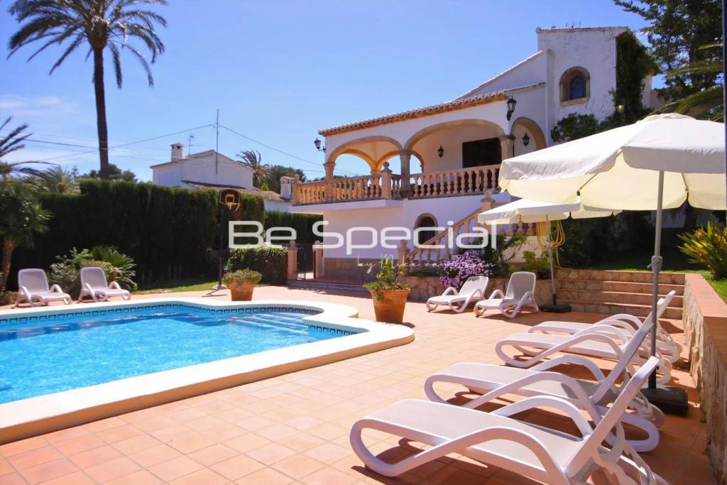 Large family home in Pinosol with big plot