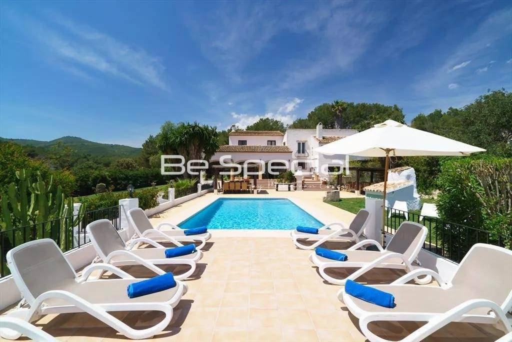 Large 11 bedroom villa in Javea with a 4000m2 garden
