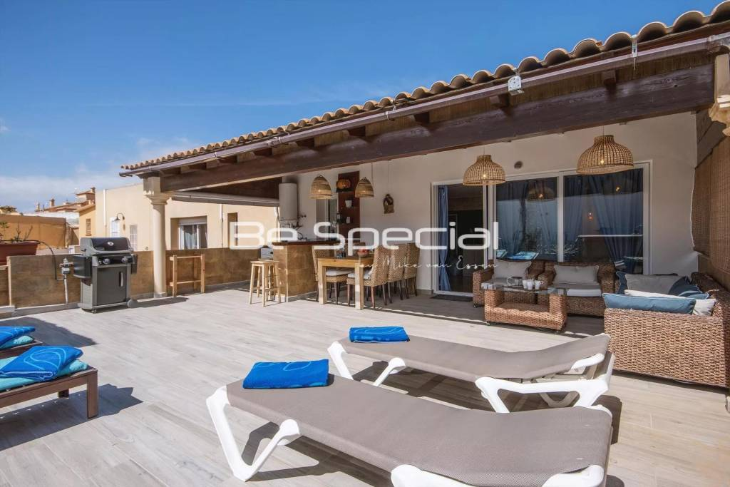 Beautiful topfloor apartment with large sunny terrace