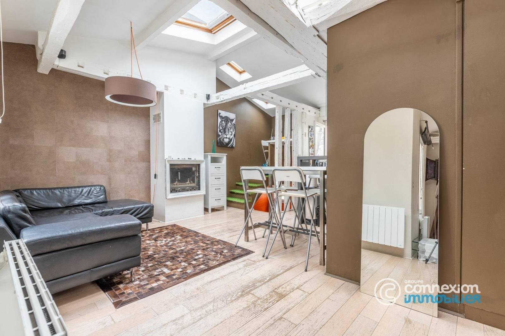 Living-room Wooden floor Skylight