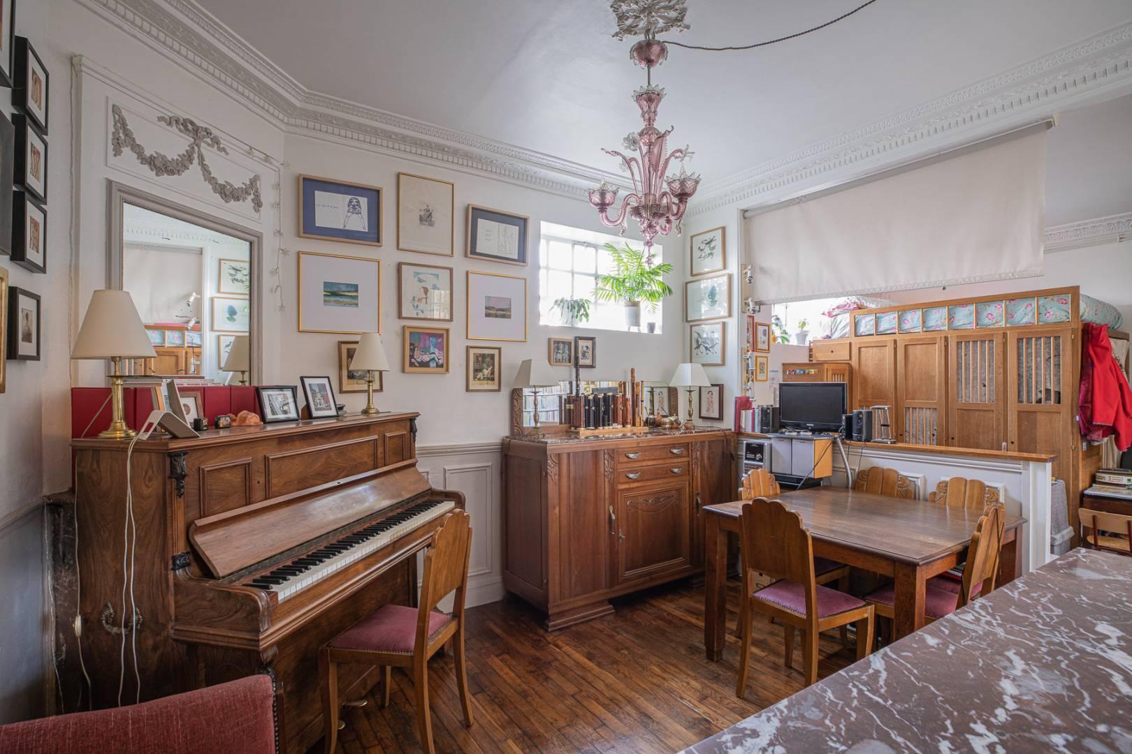 Play room Wooden floor Chandelier