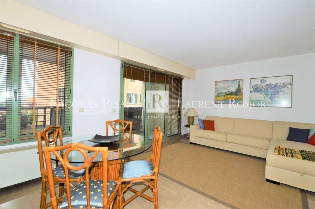 property_areas:22 : property_flooring:1 property_flooring:4