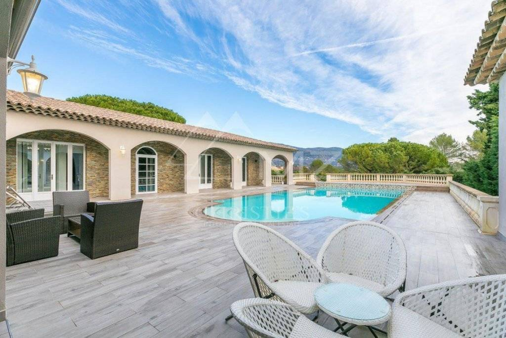 FOR SALE - CANNES BACKCOUNTRY - SINGLE STOREY VILLA