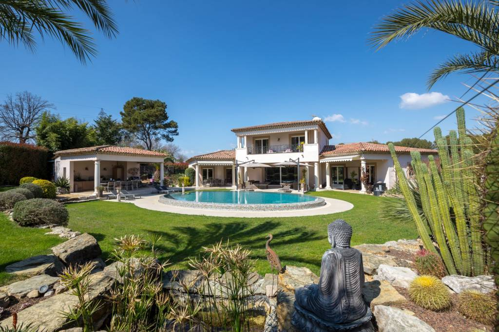 Mougins - In a most residential, gated Domaine