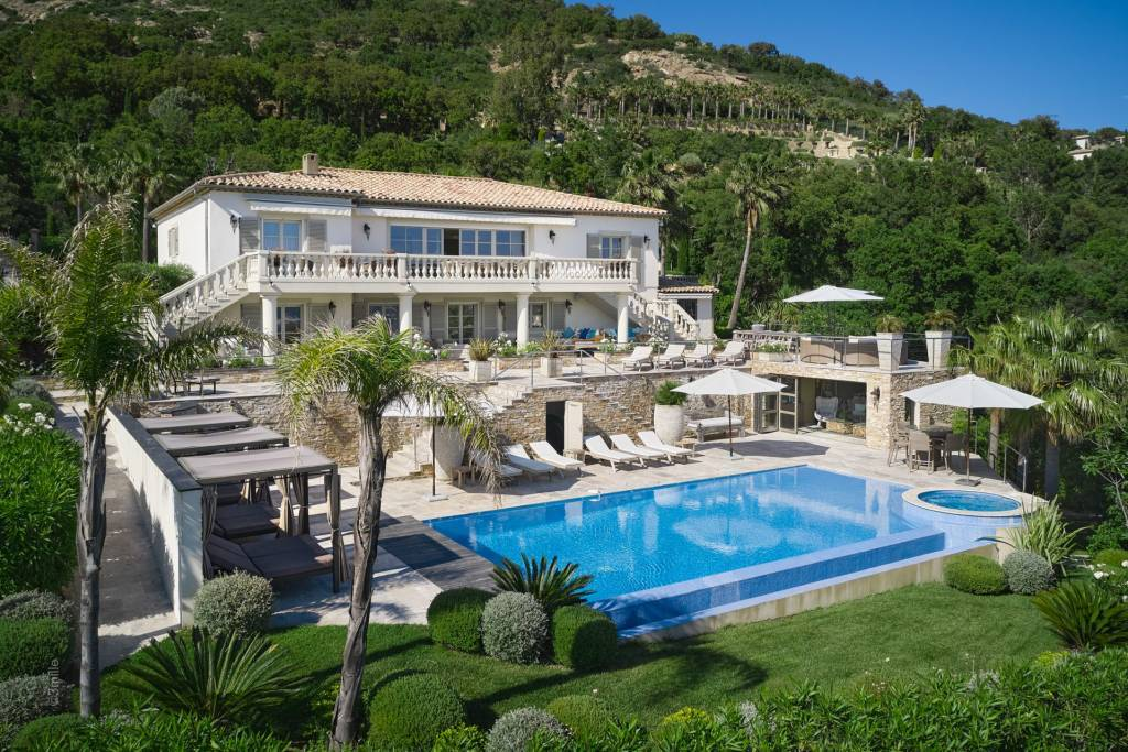 Exceptional 5 bedroom property located in a private domain in Grimaud
