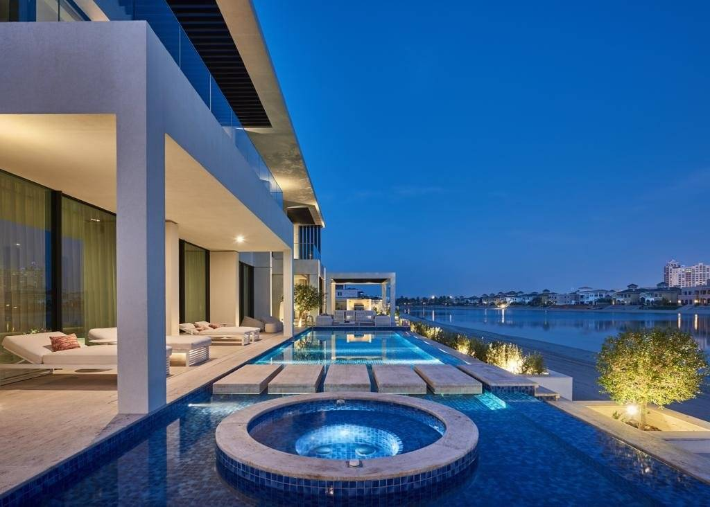 EXQUISITE CUSTOM BUILT VILLA ON PALM JUMEIRAH