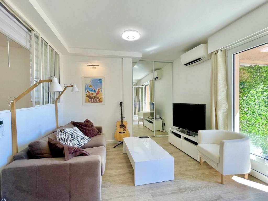 Rare: 2 rooms Renovated with Balcony - Centre Villefranche-Sur-Mer