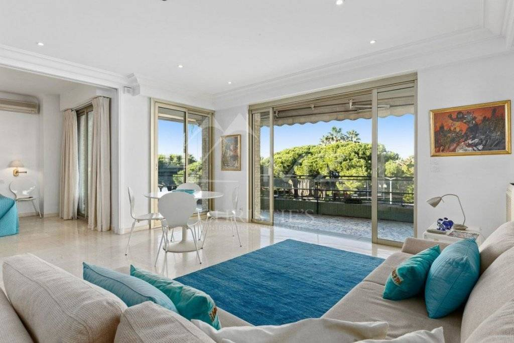 FOR SALE - CANNES POINTE CROISETTE - VERY BRIGHT APARTMENT