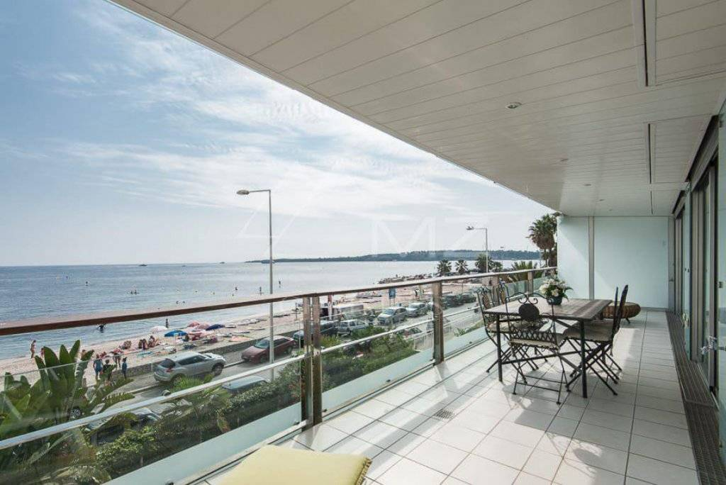 FOR SALE - CANNES - PALM BEACH - 5 ROOM APARTMENT FACING THE SEA