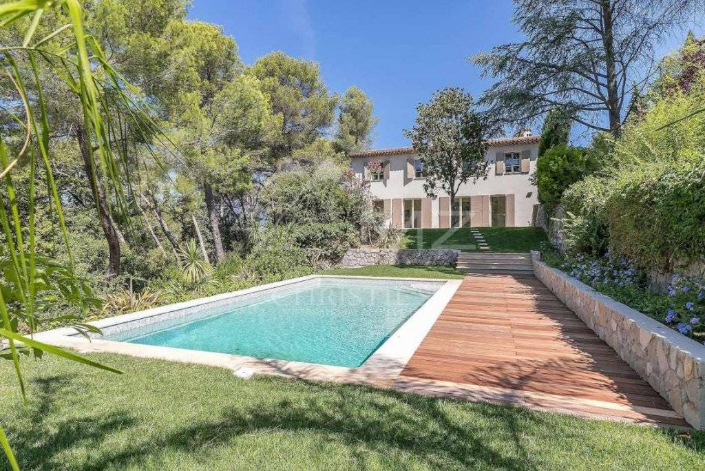 FOR SALE - MOUGINS - WALKING DISTANCE FROM THE OLD VILLAGE