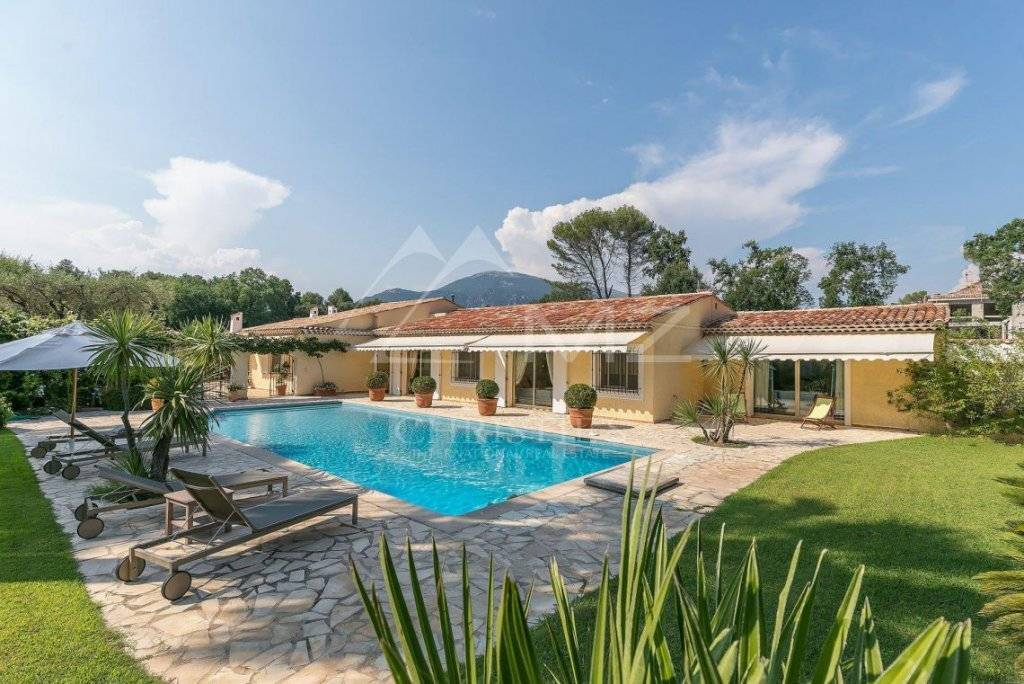 CANNES BACKCOUNTRY - REMARKABLE PROPERTY