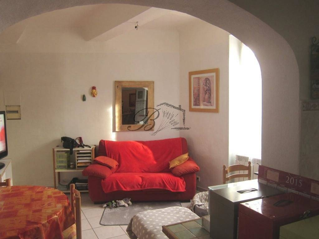 LA TOUR D AIGUES, LOCATION, Appartement de 46 m², 2 chambres.