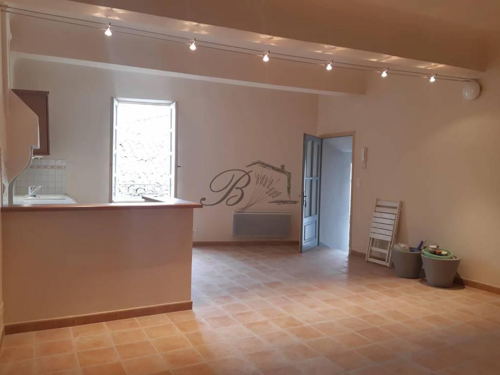 A vendre à Saint Martin de la brasque, appartement de 66 m² avec balcon.