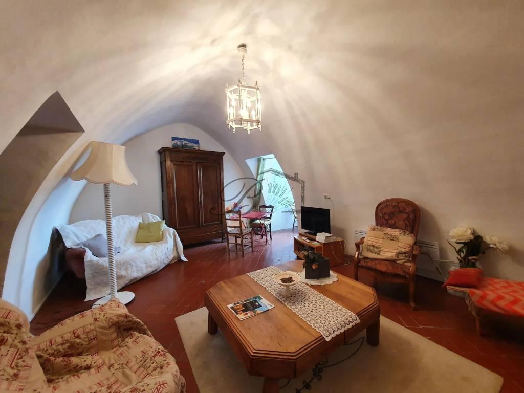 Maison de Village Atypique en Vente à Grambois