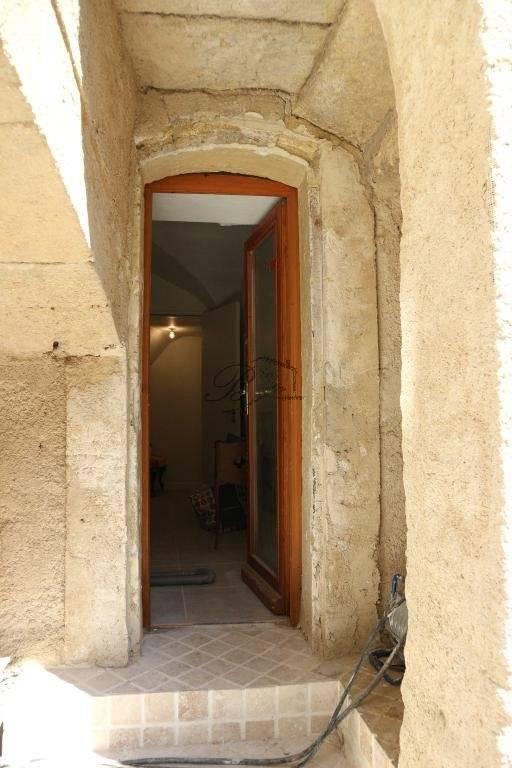 A vendre à LAURIS dans le centre historique, très bel appartement de 89 m²,