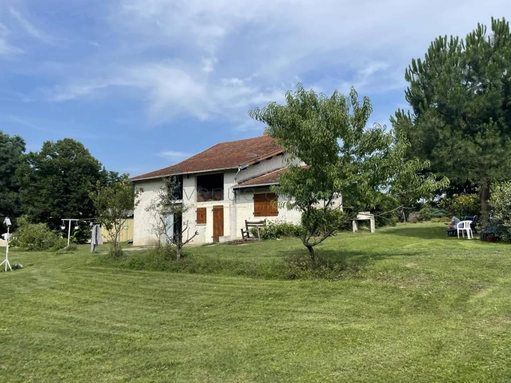 Maison + Studio à vocation équestre proche de Lyon