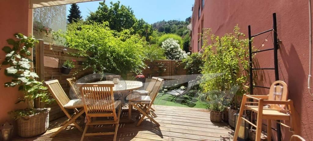 4 pièces avec terrasse et jardinet/ grand garage