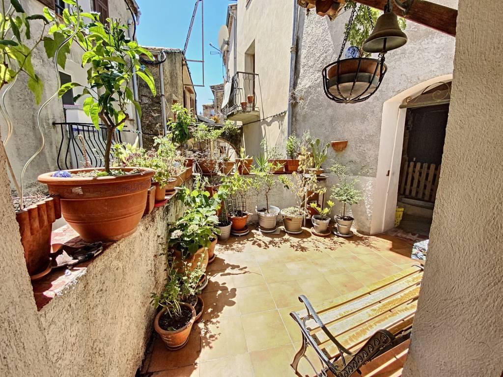Sale Village house Berre-les-Alpes