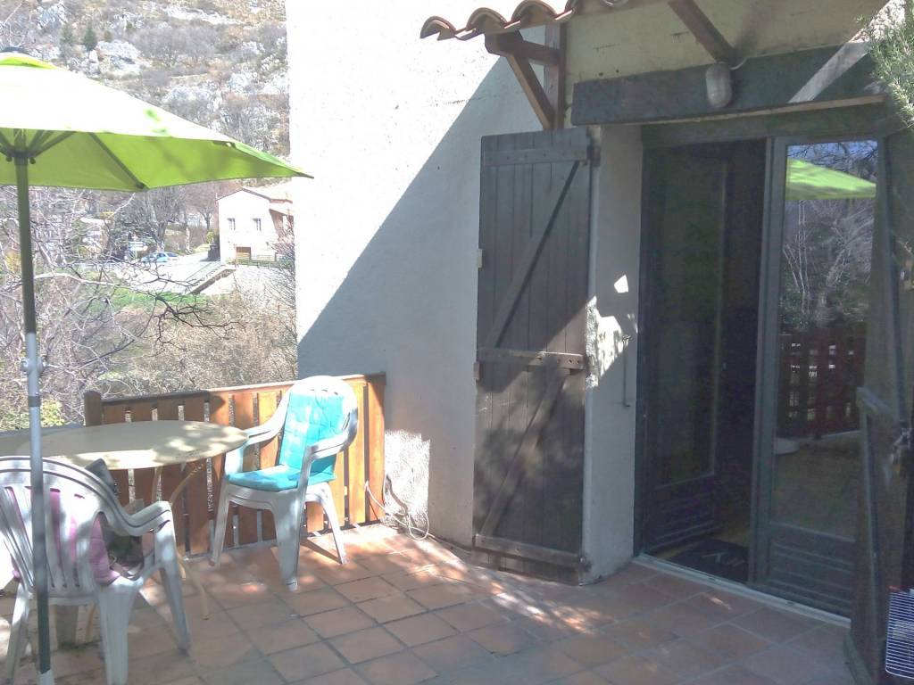 GREOLIERES VILLAGE, charming 2 room apartment with garden