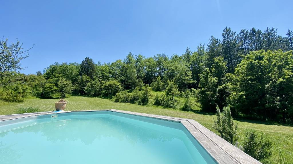 COURSEGOULES.Back country of VENCE, house 200 sqm, 4 b.rooms, about 2,2 ha of land, a lot of charm