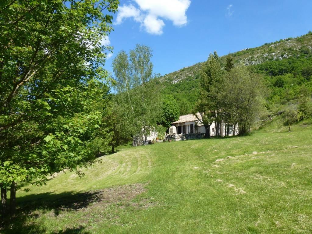 COURSEGOULES. Arrière Pays de VENCE, maison de charme, env 200m2, 4 ch, terrain 2,2 ha.