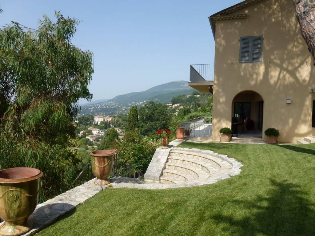 VENCE. Propriété  d'exception avec jardin et grande vue mer.